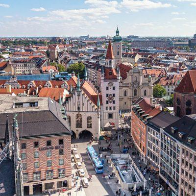 Blick auf den Münchener Marienplatz, das Kaufhaus Ludwig Beck und das alte Rathaus