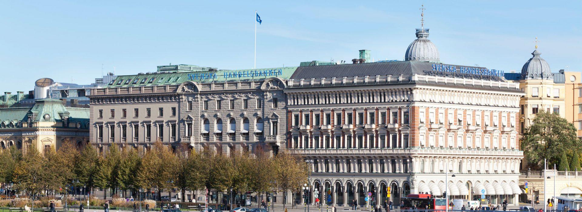 Gebäude der Svenska Handelsbanken in Stockholm am Wasser